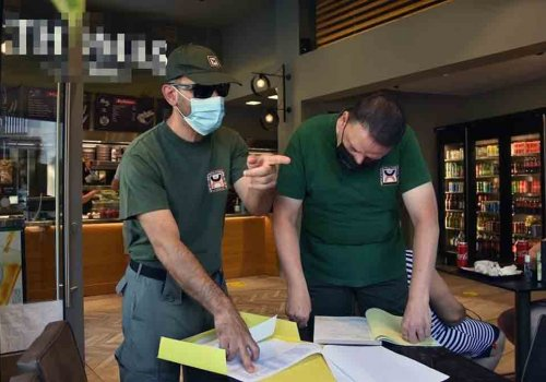 Έλεγχοι της Δημοτικής Αστυνομίας σε καταστήματα για τα τραπεζοκαθίσματα
