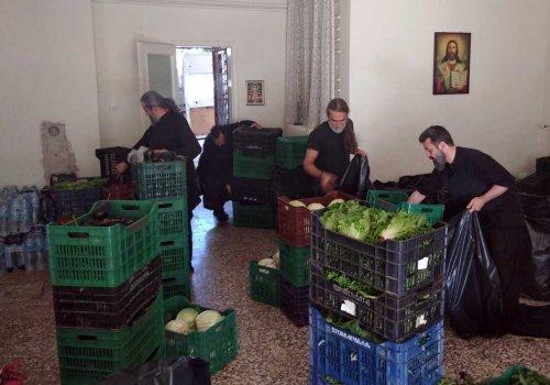 Τρόφιμα από το Κοινωνικό Παντοπωλείο της Μητρόπολης στους πλημμυροπαθείς στην Καρδίτσα